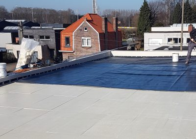 Nieuwbouw plat dak in EPDM gelijmd