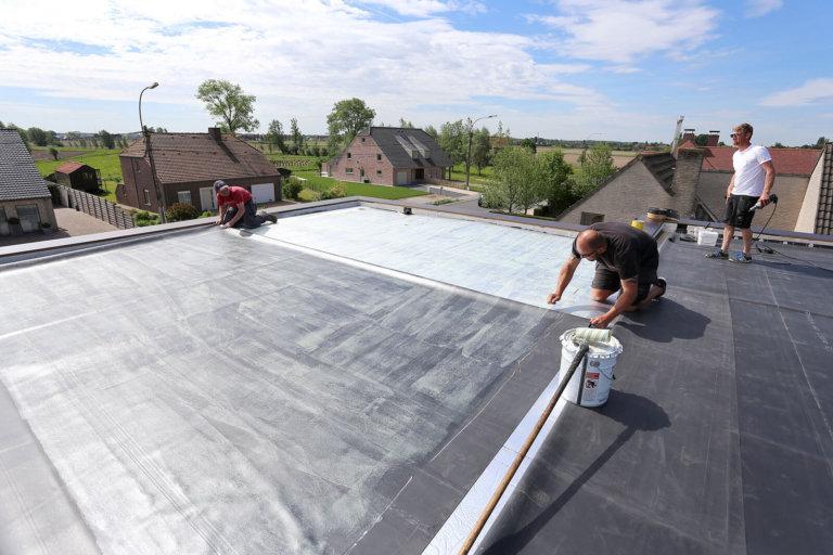 Plat dak in EPDM gelijmd systeem
